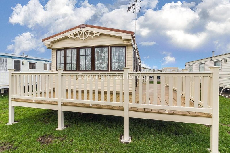 St Osyth holiday Park 8 berth caravan for hire ref 28025D, holiday rental in Clacton-on-Sea