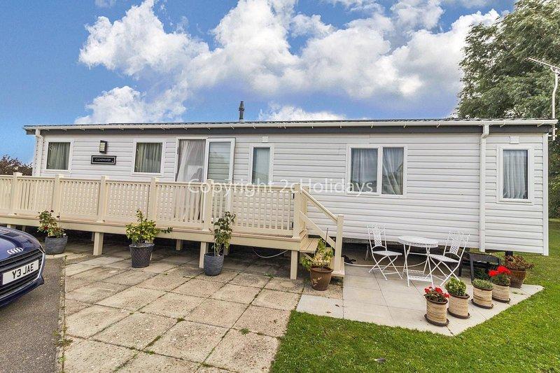 Luxury 6 berth lodge with decking at Manor Park in Hunstanton ref 23205K, holiday rental in Hunstanton
