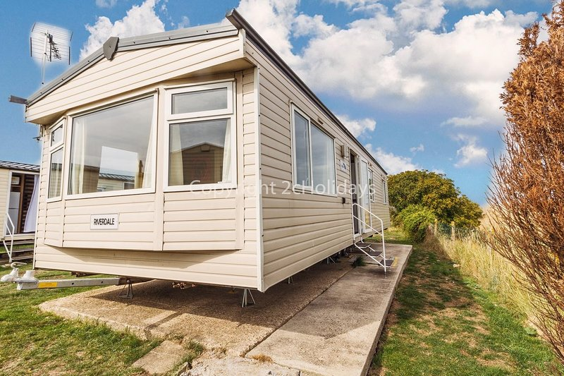 6 berth, 3 bed caravan for hire at Clacton on Sea holiday park ref 28044G, holiday rental in Clacton-on-Sea