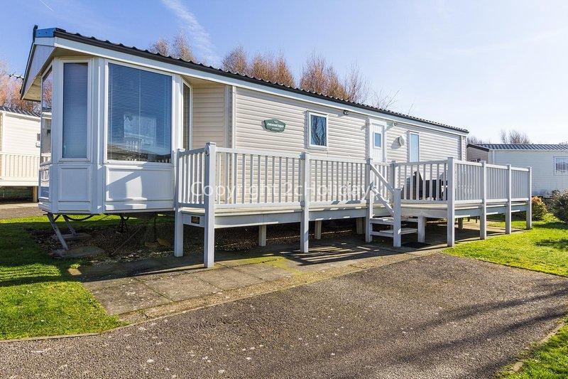 Great caravan for hire at Manor Park Holiday Park in Hunstanton ref 23018K, holiday rental in Hunstanton