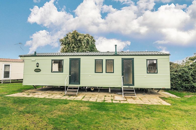Spacious 8 berth caravan at Cherry Tree Holiday Park in Norfolk ref 70348C, location de vacances à Fritton