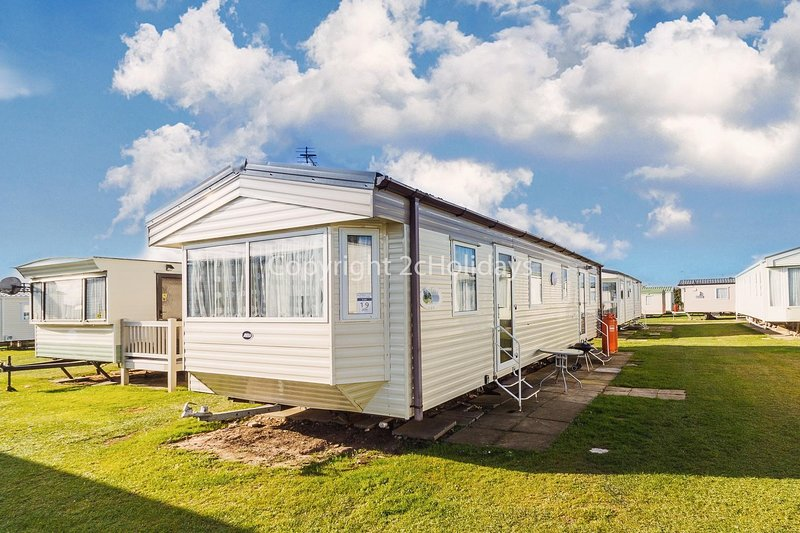 6 berth mobile home in Scratby