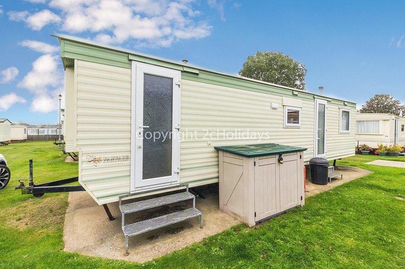 6 berth caravan at Green Farm by the beautiful Norfolk Coast ref 43051GF, holiday rental in Ormesby St. Margaret