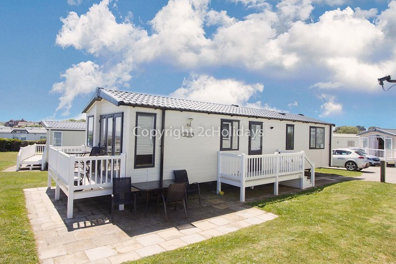 Luxury FULL SEA VIEW lodge overlooking Hopton beach at Hopton on Sea ref 80041S, vacation rental in Hopton on Sea