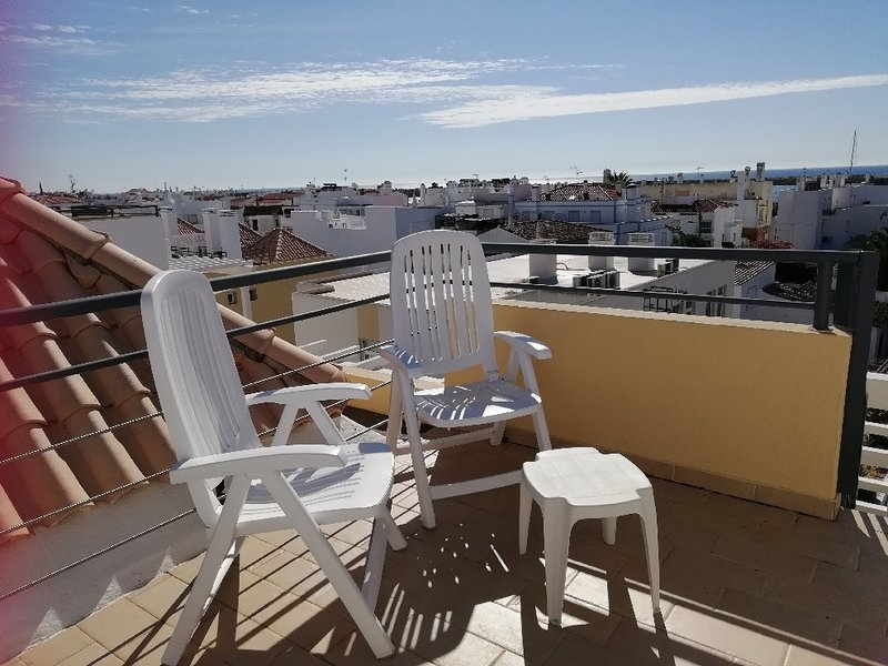 La terrazza sul tetto. Perfetto per prendere il sole o per bere qualcosa mentre si fa un barbecue .....