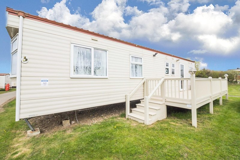 Immaculate caravan by the seaside in Kessingland in Suffolk ref 90040SG, Ferienwohnung in Henstead