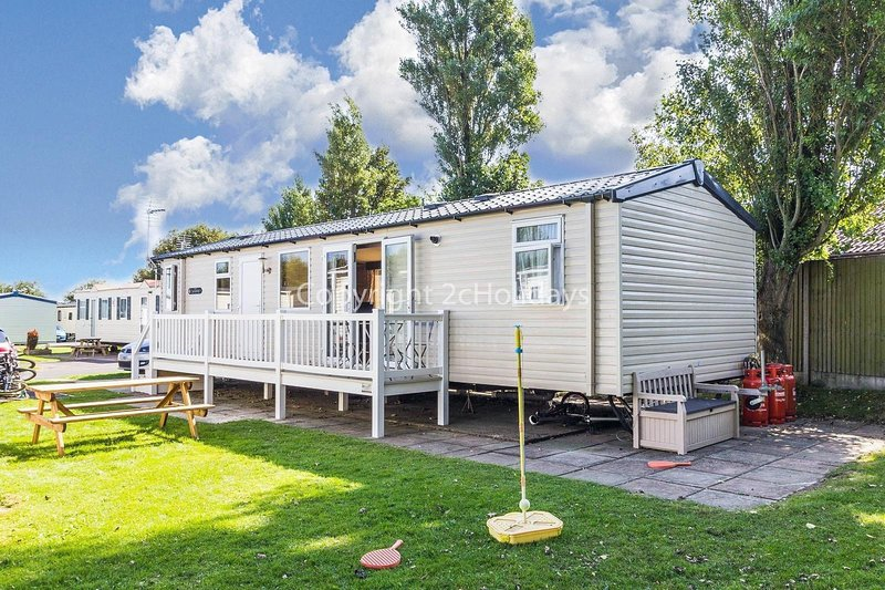 Luxury 8 berth caravan for hire at Haven Hopton in Norfolk ref 80025S, vacation rental in Hopton on Sea