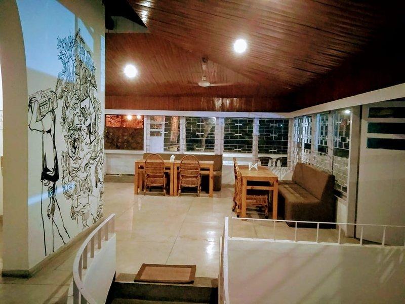 16 HillSide Bedroom 3, alquiler de vacaciones en Guwahati