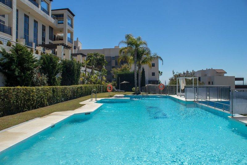 3 Bedroom Apartment in Toscana Hills Cancelada, location de vacances à Cancelada