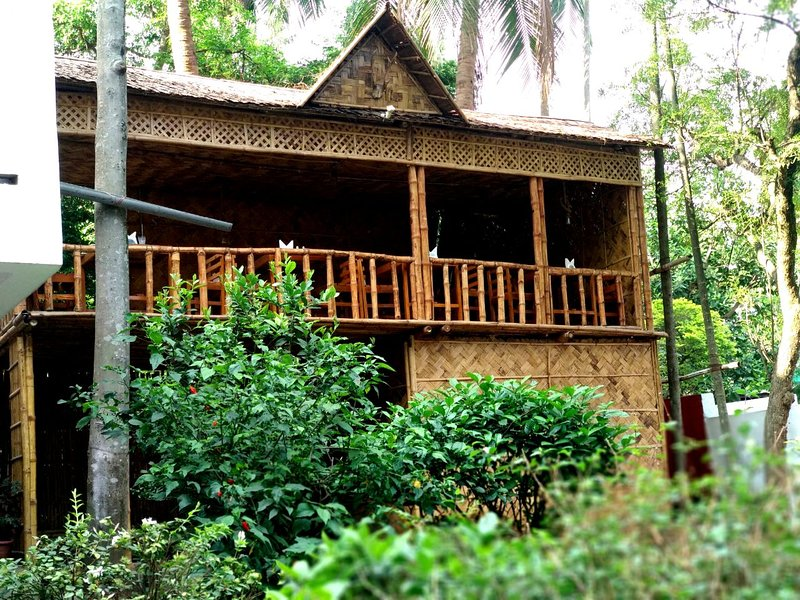 16 HillSide Bedroom 2, alquiler de vacaciones en Guwahati