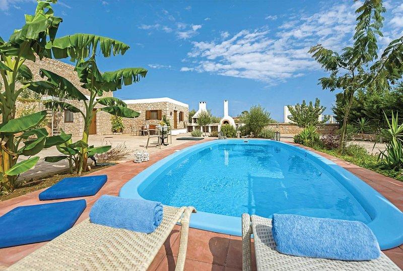 High spec family villa w/ spacious accommodation, alquiler de vacaciones en Psinthos