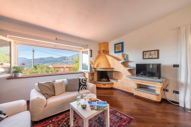 CASA BELVEDERE: delizioso villino vista mare, 6 persone, alquiler vacacional en Cala Gonone