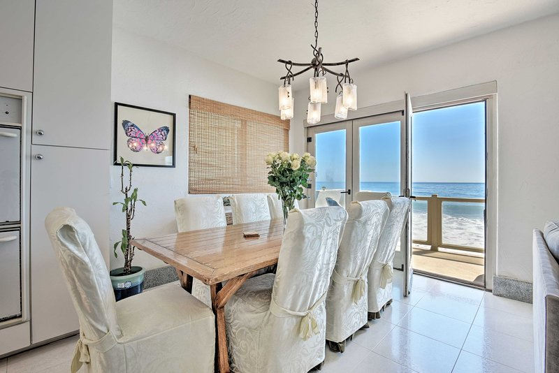 This tastefully furnished space offers top-of-the-line furnishings.