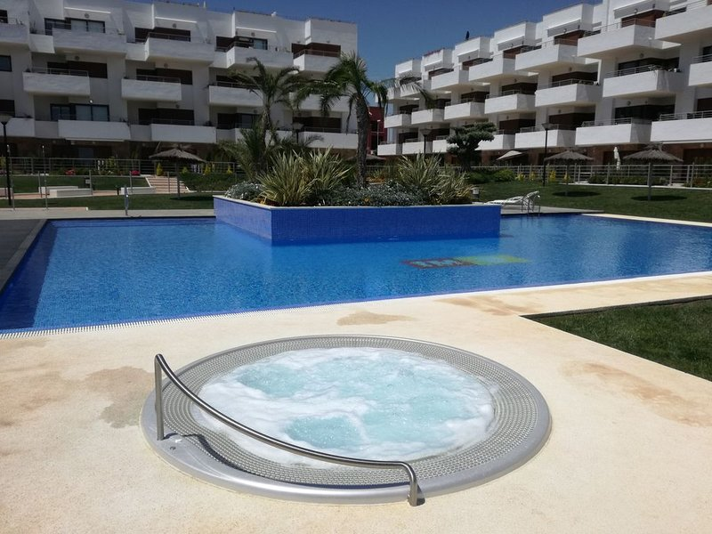 Luxury ground floor apartment close to golf, beaches and shopping, holiday rental in Cabo Roig
