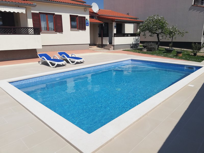 300m from beach Comfort Two Bedrooms with swimming pool, holiday rental in Fazana