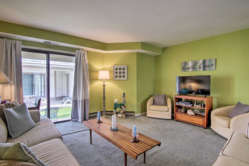 Ocean City Condo w/ Pool Access - Walk to Beach!, holiday rental in Upper Township