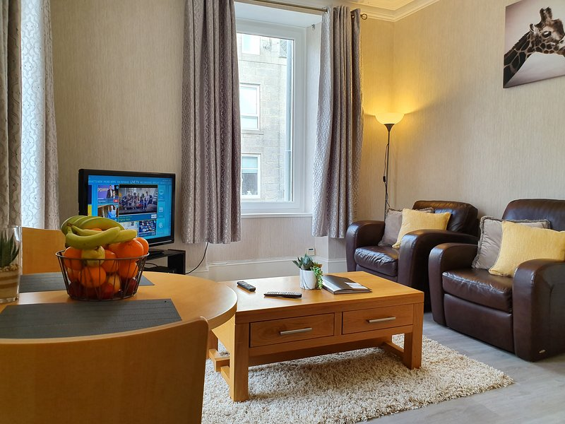 NEST4U SERVICED APARTMENTS - 2 BED APARTMENT AVAILABLE, ABERDEEN, SCOTLAND, holiday rental in Balmedie