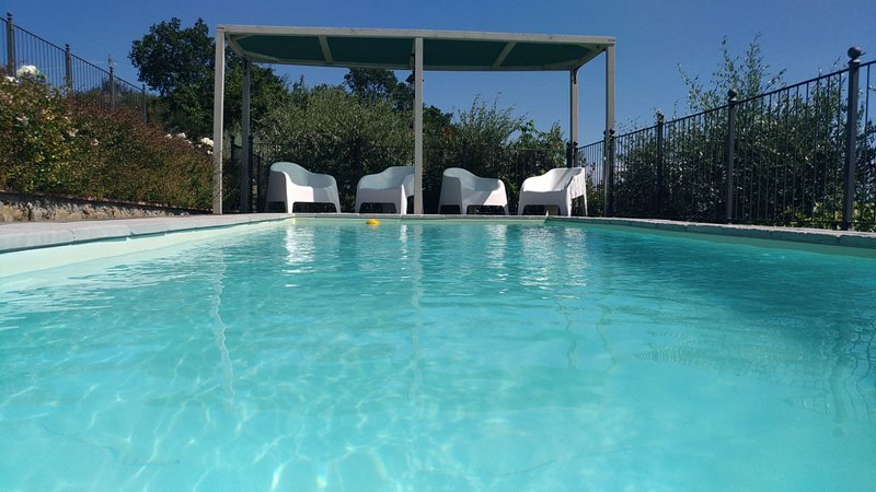 COLONICA LE ROSE BIANCHE WITH PRIVATE POOL, HYDROMASSAGE AND FULLY A/C, location de vacances à Pieve a Nievole