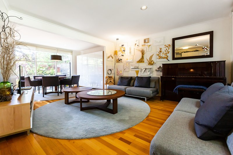 Karin, 2BDR Creative Kensington Townhouse, holiday rental in Moreland
