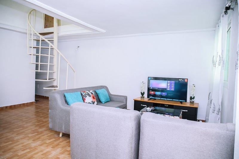 Appartement blanc zone 4 c rue du canal, location de vacances à Grand Bassam