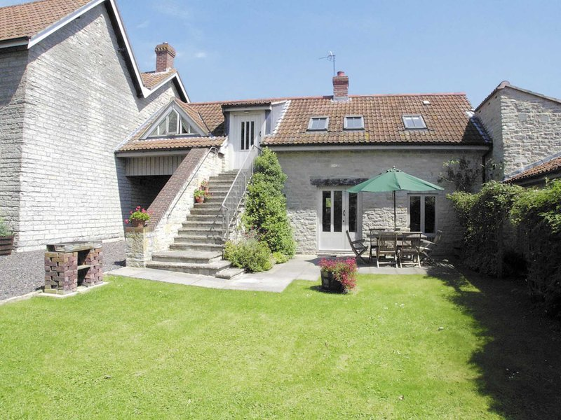 BROOK COTTAGE, holiday rental in Butleigh