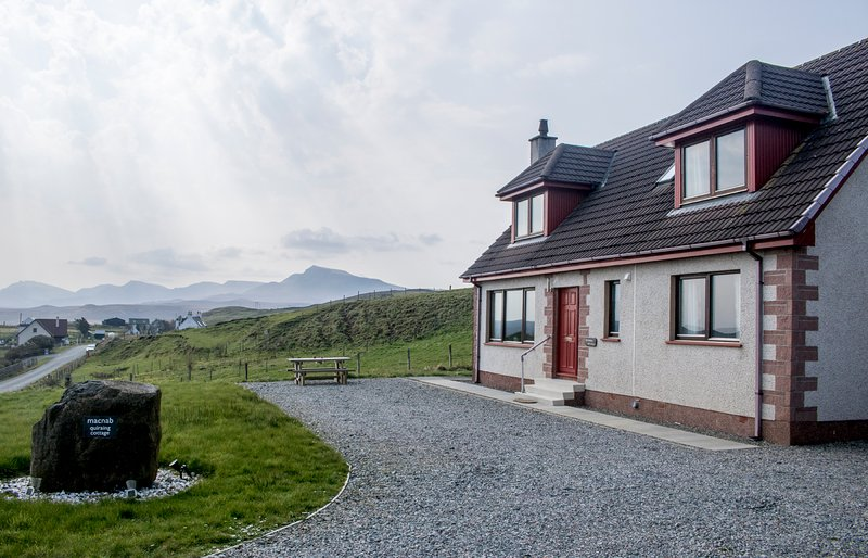 Quiraing Cottage, Digg, overlooking Staffin Bay, holiday rental in Kilmaluag