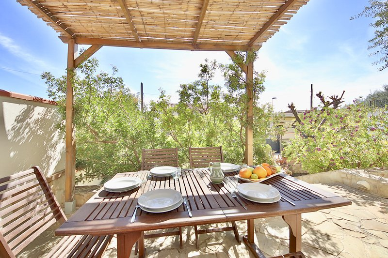 LENTISCHIO 2BDR w/AC and terrace by KlabHouse, holiday rental in Villa San Pietro