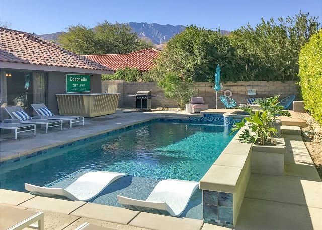 Colorful, Pop Art Palm Springs Home with a Flawless Swimming Pool, holiday rental in Palm Springs
