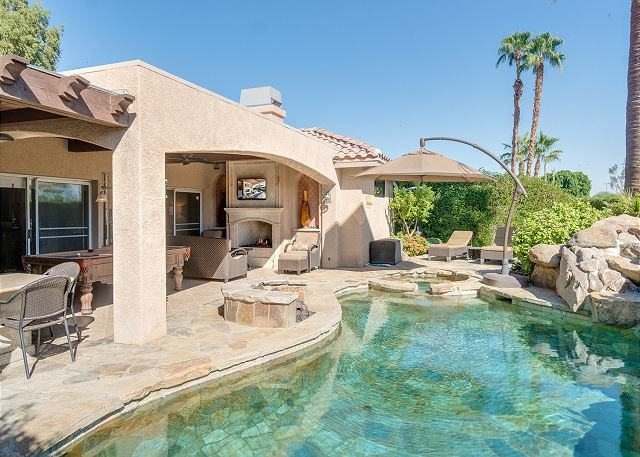 Luxe Retreat with Stunning Outdoor Living Area, Kitchen, Custom Pool, Firepit, holiday rental in Indian Wells