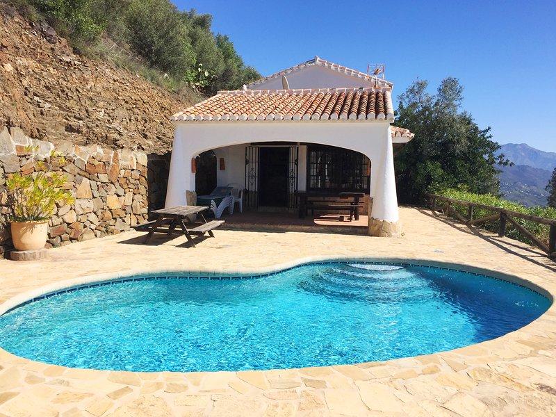 Finca Algarabía con piscina privada, alquiler vacacional en Málaga