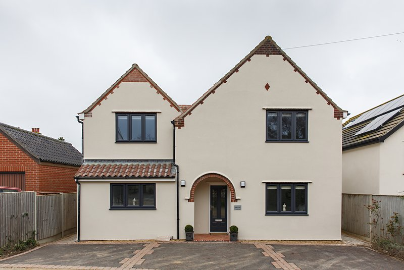 Rosehaven - Luxury Accommodation for 12 guests. 6 bedrooms, 6.5 bathrooms.