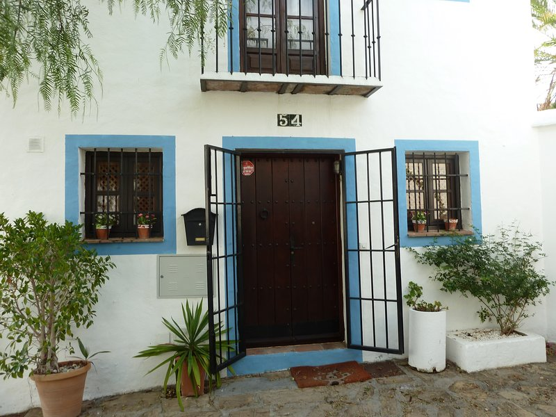 Pretty House in Marbella with Private Garden, vacation rental in Istan
