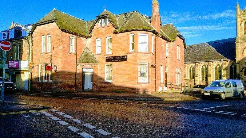 Castlebank House, High street, Dingwall, IV159HL, holiday rental in Garve