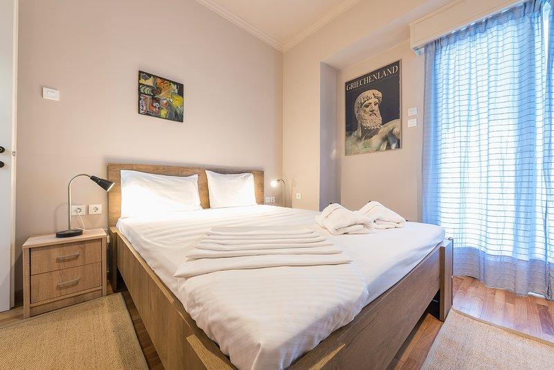 Bright 2 Bed Apartment by Cloudkeys, aluguéis de temporada em Neo Psychiko