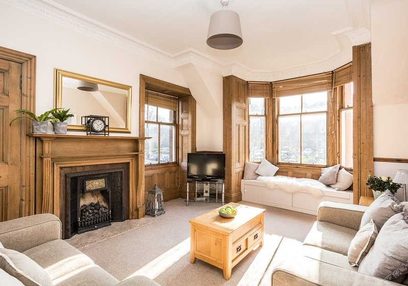 Bright and spacious sitting room