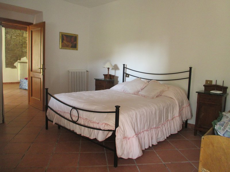 House with private garden in the sourranding of Rome, welcome family, holiday rental in Isola Farnese