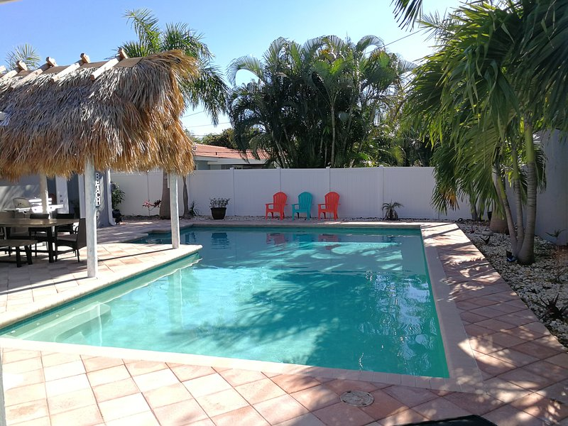 Huge Pool! Heated!! Close to everything..., location de vacances à Lighthouse Point