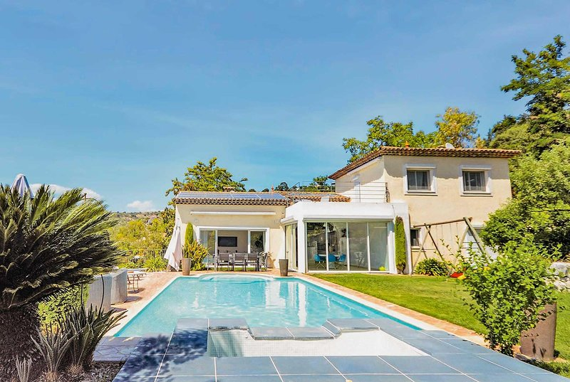 4 bed villa sandy beached 8km away, location de vacances à Biot