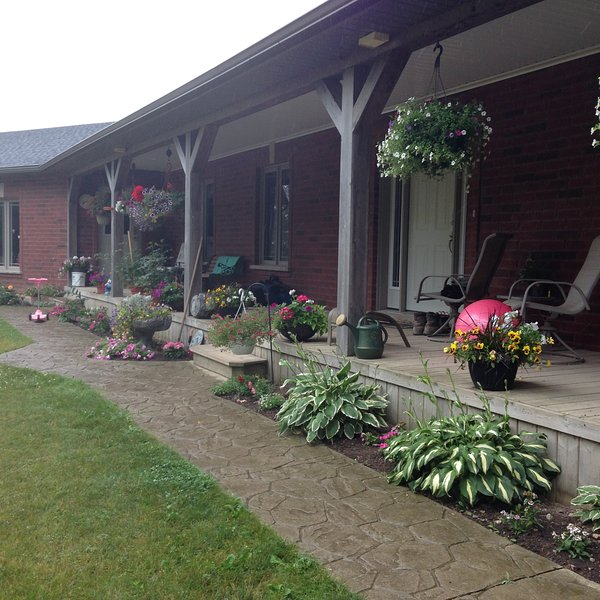 Country Bridge Bed and Breakfast A Little Peace in the Country, holiday rental in Stratford