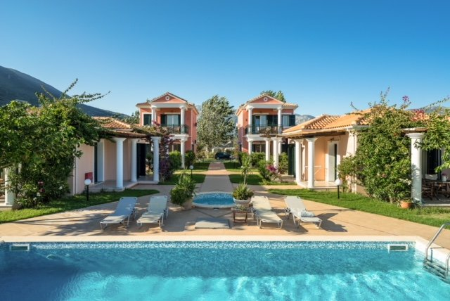 Beachfront Villa Spirida- Villas Aktes in Vasiliki bay, aluguéis de temporada em Ponti Agiou Petrou