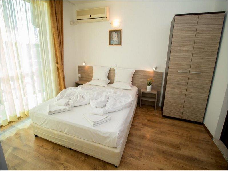 THE CLARA APARTHOTEL & RESIDENCE (Junior Suite Standard 1), holiday rental in Sarafovo