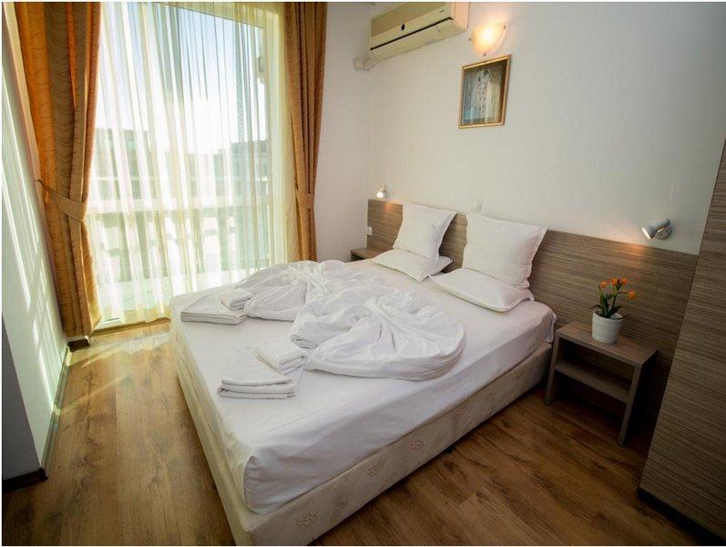 THE CLARA APARTHOTEL & RESIDENCE (Junior Suite Standard 4), holiday rental in Sarafovo
