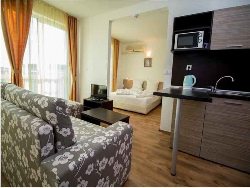 THE CLARA APARTHOTEL & RESIDENCE (Junior Suite Standard 3), holiday rental in Sarafovo