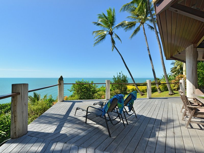 5 Wharf Street - 4 Bedroom House with Spectacular Coral Sea Views, vacation rental in Port Douglas