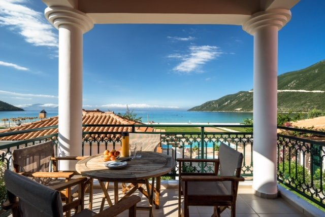 Beachfront Villa Marylou- Villas Aktes in Vasiliki Bay, vacation rental in Kontarena