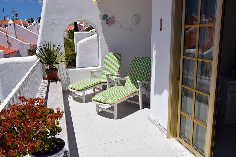 Hermoso balcón soleado grande