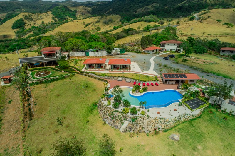 Vida Mountain Resort & Spa, holiday rental in Esparza