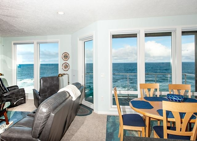 Blue Pearl - Corner, Top Floor Oceanfront Condo, Hot Tub, Pool, Wifi & More!, alquiler vacacional en Depoe Bay