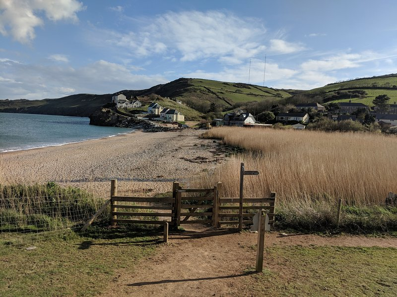 DRIFTWOOD, WiFi, Electric fire, Sea views, Hallsands, holiday rental in Slapton