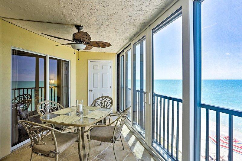 Beachfront Englewood Condo w/Comm Pool & Boat Slip, casa vacanza a Manasota Key